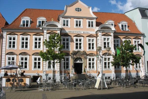 Bygningens historiske facade.